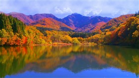 Beautiful_Serene_Mountain_Lake