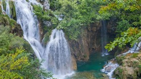 Croatian_Lakes_Middle_Falls